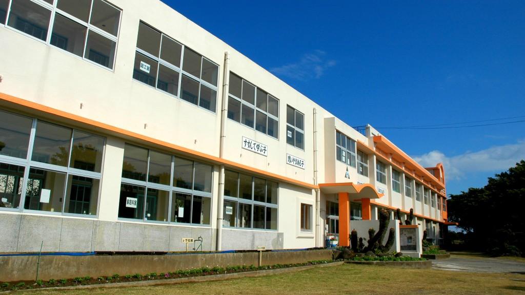 国上小学校校舎