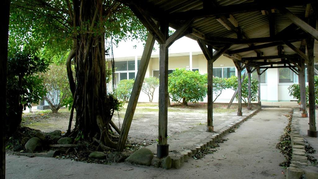 島間中学校中庭